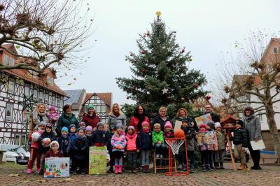 Geld aus der Weihnachtswette anlässlich des Kupferstädter Adventsmarktes im vergangenen Jahr kommt Kindergärten in Sontra zu Gute.