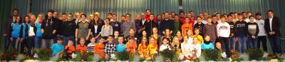 Foto zu Meldung: Sportlerehrung der Stadt Wächtersbach - 183 Sportlerinnen und Sportler wurden namentlich genannt und auf der Bühne mit einer Urkunde ausgezeichnet