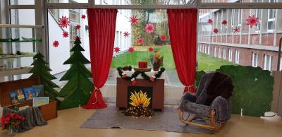Liebevolle Weihnachtsdeko in der Kirchschule
