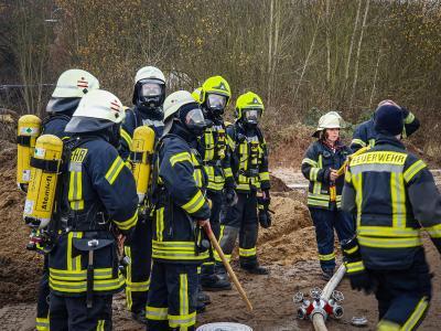 Vorschaubild zur Meldung: FEU 3 - Lagerhalle brennt