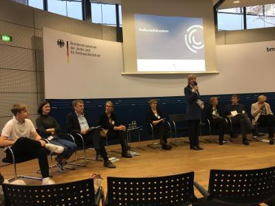 OnlineLotsen des GESP bei der Podiumsdiskussion im BMJV