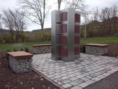 Neue Urnenkreuzstele am Friedhof Großenlüder