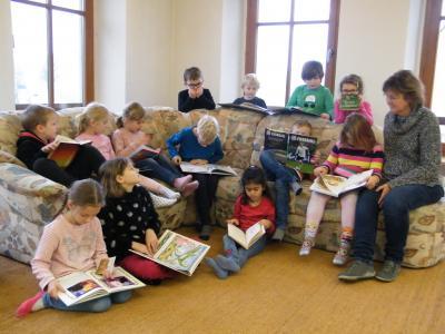 Foto zur Meldung: Röslauer Grundschule besucht die Gemeindebücherei