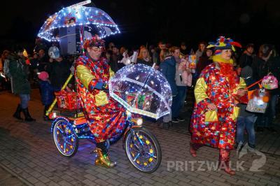 """Vorschaubild zur Meldung: Kita """"Kinderland"""" lief mit leuchtendem Umzug in den Advent"""
