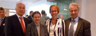 Der Vorsitzende des Hessischen Landesverbandes Rechtsanwalt und Notar Peter Schirmer (l.) mit DAV-Vizepräsidentin Rechtsanwältin und Notarin Edith Kindermann (2.v.l.), die Geschäftsführerin der Rechtsanwaltskammer Frankfurt Tanja Wolf (2.v.r.) und Generalstaatsanwalt Jose fBlumensatt (r.).