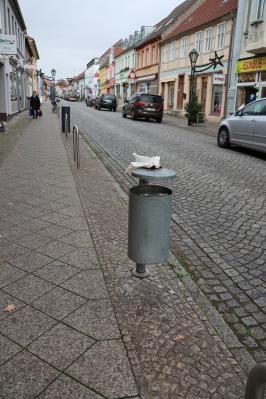 Vorschaubild zur Meldung: Verschmutzung von Abfallbehälter