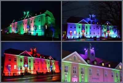 Rathaus erstrahlt im weihnachtlichen Lichterglanz