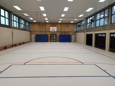 Die Schulturnhalle hat nun einen neuen Bodenbelag. (Foto: Samtgemeinde Grasleben)