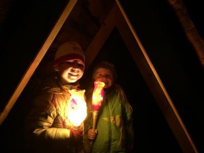 Kinder der Kita Märchenland mit ihren selbst gebastelten Laternen I Foto: Kita Märchenland