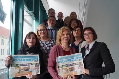 Der Bürgermeister und der Wittenberger Interessenring gratulierten zum 25 jährigen Bestehen des Wochenspiegels in Wittenberge I Foto: Martin Ferch
