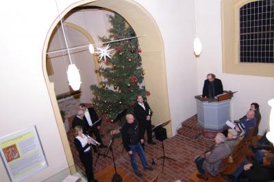 Der Chef vom Taubenturmverein Gübs, Andreas Lange eröffnet jedes Jahr das weihnachtliche Konzert mit einer kurzen Rede. Unser Foto stammt aus dem Dezember 2015 und wurde von Thomas Pfundtner aufgenommen.