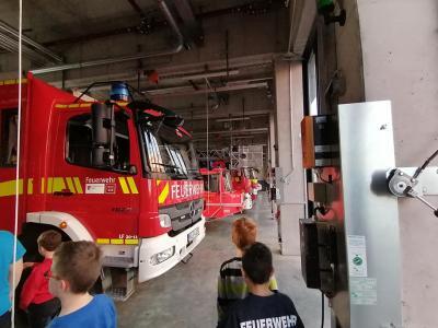 Vorschaubild zur Meldung: Jugendfeuerwehr besichtigt Berufsfeuerwehr Mainz