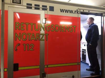 Foto zur Meldung: Besuch vom Rettungsdienst RKISH bei der FF Bullenkuhlen