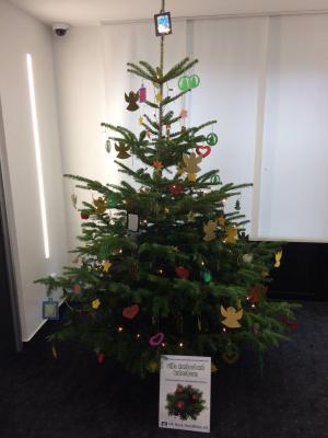 Foto zur Meldung: Weihnachtsbaumschmuck für die VR-Bank
