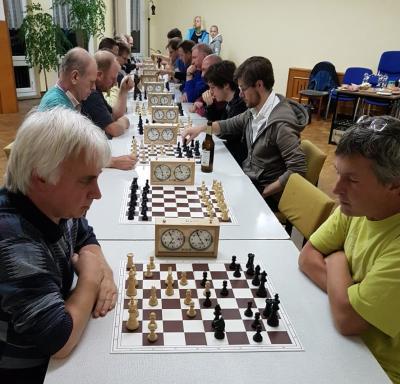 Die 22 Schachsportler lieferten sich spannende Begegnungen.