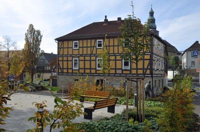Der derzeitige Sitz der Gemeindeverwaltung ist stark sanierungsbedürftig (Foto: Monika Greb)