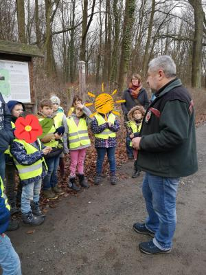 Vorschaubild zur Meldung: Wanderung durch den Lehniner Herbstwald mit den Baumfreunde-Kindern