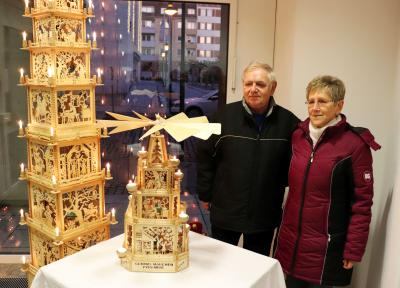 Lothar und Regine Blache versteigern diese Märchenpyramide I Foto: Martin Ferch