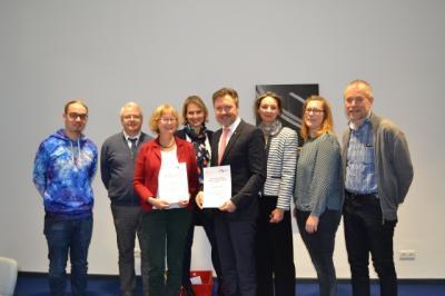Foto zur Meldung: #Siegel-Day: Kooperation mit Berufsschule besiegelt!
