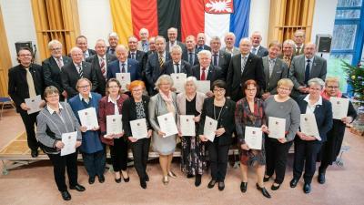 Foto zur Meldung: Prof. Dr. Hans-Hermann Sass mit Freiherr-vom-Stein-Verdienstnadel ausgezeichnet