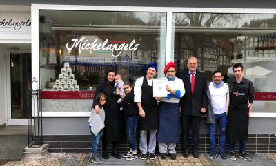 Michele Gallos mit Familie und Restaurantteam