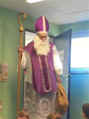 Foto zu Meldung: Sankt Nikolaus besucht den Kindergarten Pfarracker