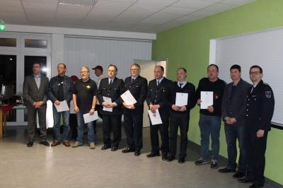 Mit der Medaille für Treue Dienste ausgezeichnete Kameraden aus der Gemeinde Niederer Fläming.Foto: Tino Braun