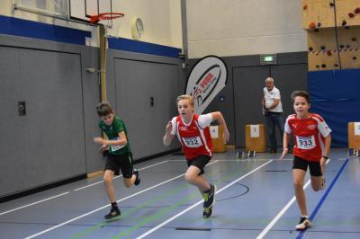 Foto zur Meldung: Starke Leistungen der jungen Sportler beim Nikolaus-Sportfest