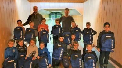 Foto zur Meldung: U09/1: F1-Jugend – Mit gemeinsamer Feier in die Weihnachtspause