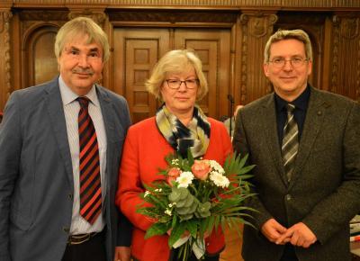 Bild der Meldung: Letzte Sitzung als Amtsleiterin und stellvertretende Bürgermeisterin: Bürgermeister und Stadtverordnete dankten Waltraud Neumann
