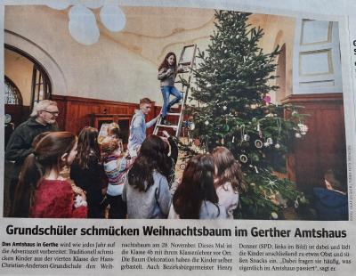 Vorschaubild zur Meldung: Weihnachtsbaumschmucken im Amtshaus Gertie