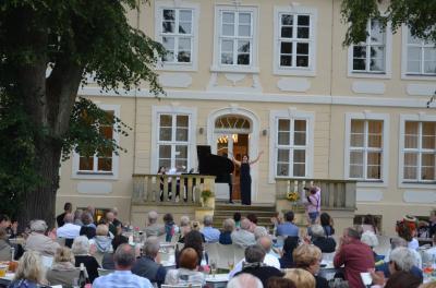 Stadt Perleberg   Lotte Lehmann Schlosskonzert in Grube