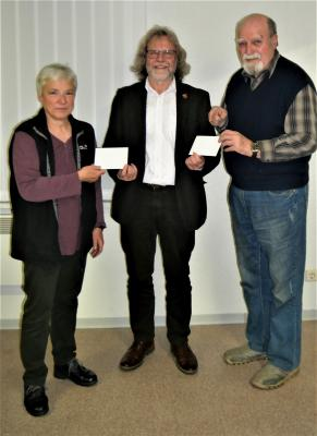 Foto zur Meldung: Frank Täubner spendet Geld für Calauer Vereine