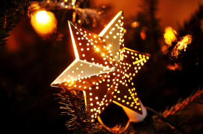 https://pixabay.com/de/photos/weihnachten-stern-winter-familie-743431/