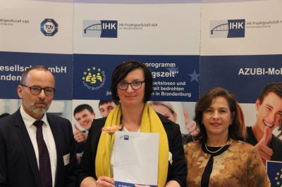 Foto zur Meldung: Ausbildungsbetrieb Stadt Calau erhält Auszeichnung