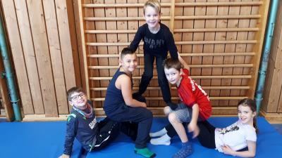 Vorschaubild zur Meldung: Akrobatische Elemente im Schulsport