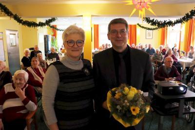 """Anke Brauer, Einrichtungsleiterin des evangelischen Seniorenzentrums """"Willi Kupas""""  und Dr. Oliver Hermann I Foto: Martin Ferch"""