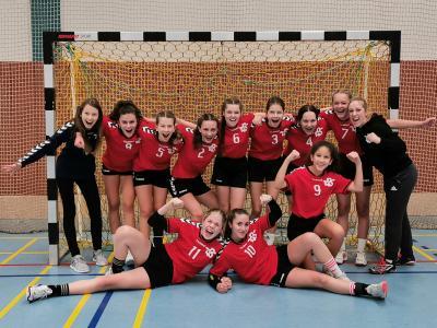 Foto zur Meldung: Handballerinnen der Karl-Rehbein-Schule zeigen Potenzial
