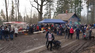 Foto zur Meldung: 1.000 Wanderer wanderten zum Jagdhaus im Westerhöfer Wald