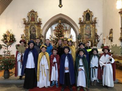 Foto zur Meldung: Jahresschluss und Aussendung unserer Sternsinger in die Pfarrgemeinde