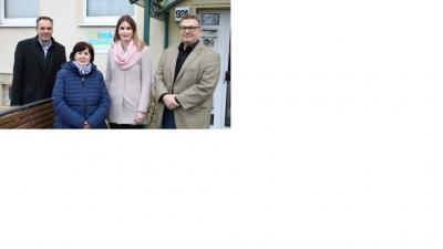 von links: Geschäftsführer Guido Panschuk und Cornelia Mensch von der Diakonie sowie Jessica Gaschler und Sozialdezernent Wolfgang Gall vom Landkreis Havelland. © Landkreis Havelland