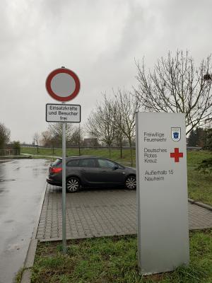 Foto zur Meldung: Parkplatz an der Feuerwehr nur für Einsatzkräfte und Besucher
