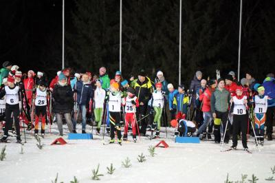 Hochbetrieb am Start bei den Helvetia SVS-Sprintmeisterschaften im Adler Skistadion von Hinterzarten - Foto: Hahne