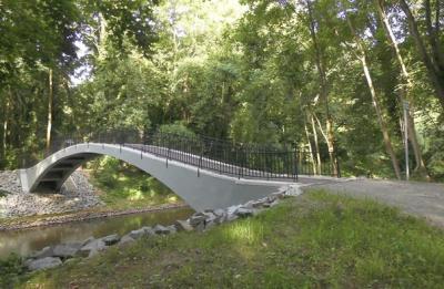 Bogenbrücke im Pegauer König-Albert-Hain