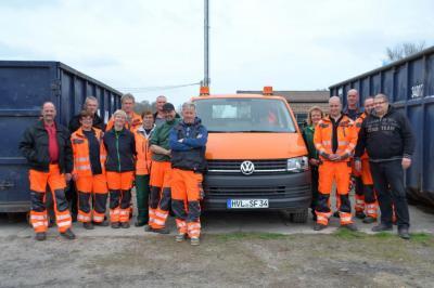 Unser Bild zeigt das Team der Grünpflege des Grundstücks- und Gebäudemanagements der Stadt Falkensee, welches den Umwelttag organisiert und unterstützt.