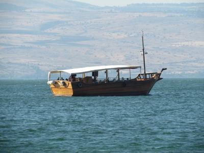 Fischerboot auf See von Galiläa - Bild von vhesse auf Pixabay