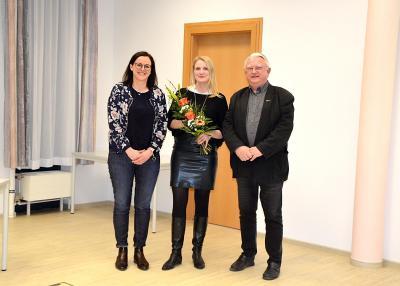 Die ersten Gratulanten zur gewonnenen Wahl von Anna-Luise Conrad (Mitte) waren Bürgermeister Volker Zocher und Stefanie Kramer-Lips, Vorsitzende des Gemeindewahlausschusses.