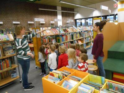 Foto zur Meldung: Kita Schillerstraße besucht die Stadtbücherei Rüsselsheim