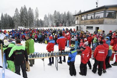 Es gibt ihn also doch den Winter 19/20. Bei den Helvetia Schwarzwaldmeisterschaften der Skilangläufer hatten alle Beteiligen großen Spaß. Der Ausrichter SC Hundsbach und die Verantworlichen des SVS duften sich über ein großes Teilnehmnerfeld freuen. - Bild: Verein
