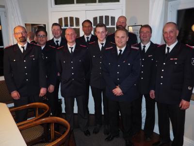 Die geehrten und beförderten Kameraden zusammen mit dem Wehrführer Ulf Glismann